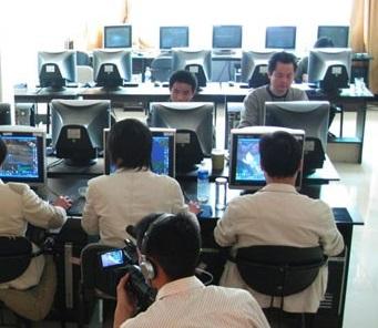 Reclusos Chineses Forçados a Trabalhar Jogando